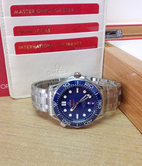 omega replica Seamaster 300M 42mm 210.30.42.20.03.001 blue dial-9